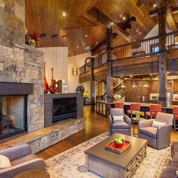 282 Peerless Drive - Living Room