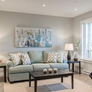 Inredning av ett klassiskt mellanstort allrum med öppen planlösning, med grå väggar, vinylgolv och en väggmonterad TV
