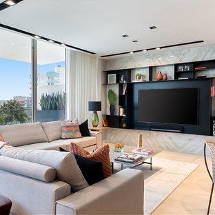マイアミの中サイズのコンテンポラリースタイルのおしゃれなLDK (マルチカラーの壁、淡色無垢フローリング、埋込式メディアウォール、暖炉なし、白い床) の写真