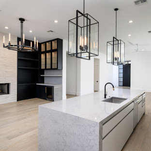 Ejemplo de salón con barra de bar abierto, minimalista, con suelo de madera en tonos medios