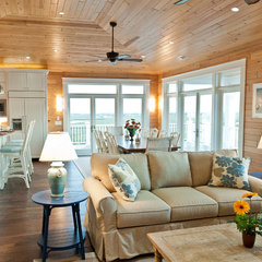 traditional living room by Blue Sky Building Company