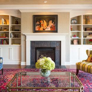 ミネアポリスのトラディショナルスタイルのおしゃれなリビング (フォーマル、ベージュの壁、濃色無垢フローリング、標準型暖炉、タイルの暖炉まわり、茶色い床) の写真