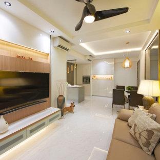Ispirazione per un piccolo soggiorno minimalista aperto con sala formale, TV a parete, pareti gialle e pavimento in gres porcellanato