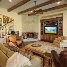 Traditional Living Room by Heavenly Homes