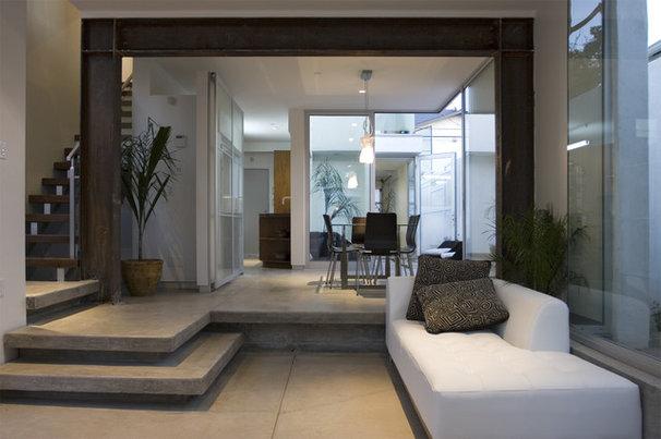 Modern Living Room by Maya Sahafi