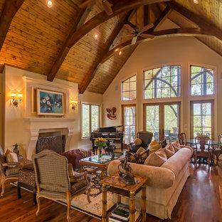 Idées déco pour un salon classique avec un mur marron, un sol en bois foncé et une cheminée standard.