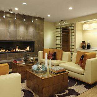 Ispirazione per un soggiorno design aperto con sala formale, pareti beige, camino lineare Ribbon, nessuna TV e pavimento beige