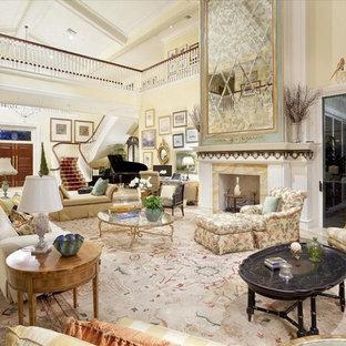 Immagine di un ampio soggiorno vittoriano aperto con sala formale, pareti beige, pavimento in linoleum, camino classico, cornice del camino piastrellata, nessuna TV e pavimento beige