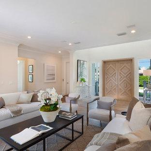 Idee per un soggiorno stile marinaro di medie dimensioni e stile loft con sala formale, pareti marroni, pavimento in legno massello medio, nessun camino, nessuna TV e pavimento marrone