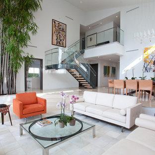 Esempio di un grande soggiorno minimal aperto con sala formale, pareti bianche, nessun camino, nessuna TV, pavimento in marmo e pavimento bianco