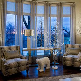 Idee per un grande soggiorno classico chiuso con sala formale, pareti beige, parquet scuro, camino classico, cornice del camino in cemento e pavimento marrone
