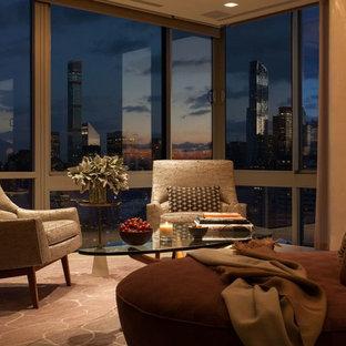 ニューヨークの大きいモダンスタイルのおしゃれなLDK (フォーマル、グレーの壁、ライムストーンの床、内蔵型テレビ、ベージュの床) の写真