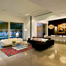 Modern Living Room by Moshi Gitelis - Photographer