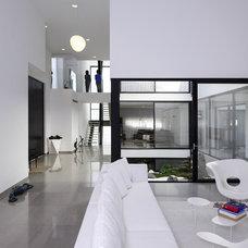 Modern Living Room by Moshi Gitelis - Photographer