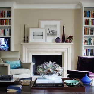 ニューヨークの広いトラディショナルスタイルのおしゃれなLDK (ベージュの壁、フォーマル、標準型暖炉、埋込式メディアウォール) の写真
