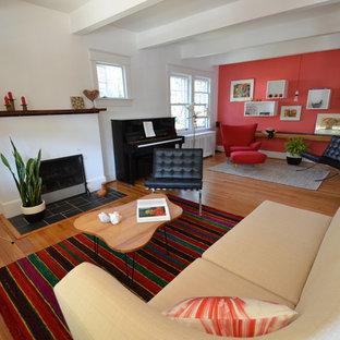 Idéer för ett modernt vardagsrum, med ett musikrum, röda väggar, en standard öppen spis och en spiselkrans i gips