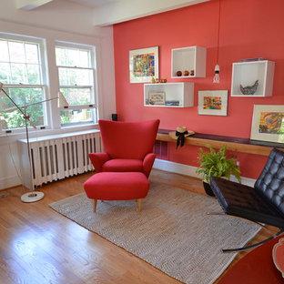 Exempel på ett modernt vardagsrum, med ett musikrum och röda väggar