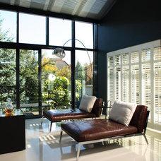 Modern Living Room by FJ Interior Design