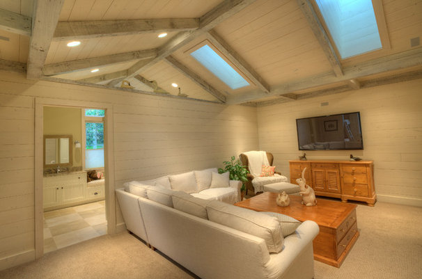 Traditional Living Room by RGN Construction