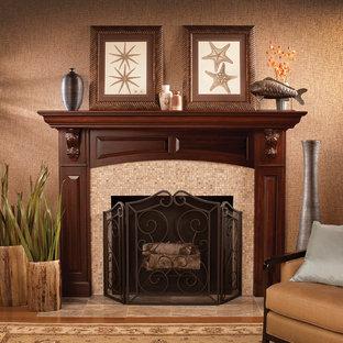 ミネアポリスのトラディショナルスタイルのおしゃれなリビング (フォーマル、茶色い壁、無垢フローリング、標準型暖炉、タイルの暖炉まわり) の写真