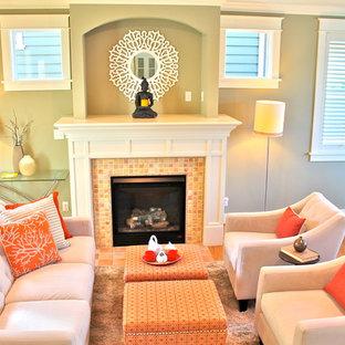 Imagen de salón abierto, clásico renovado, de tamaño medio, con paredes verdes, suelo de madera clara, chimenea tradicional y marco de chimenea de baldosas y/o azulejos