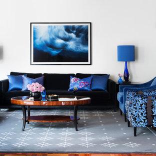 Ispirazione per un soggiorno contemporaneo aperto con sala formale, pavimento in legno massello medio, camino classico, cornice del camino piastrellata, nessuna TV e pareti grigie