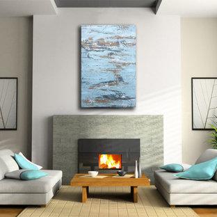 Ejemplo de salón para visitas cerrado, minimalista, grande, con paredes blancas, suelo de bambú, suelo naranja, chimenea tradicional y marco de chimenea de piedra