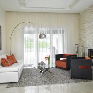 Immagine di un grande soggiorno design aperto con camino lineare Ribbon, pavimento in marmo e cornice del camino in pietra