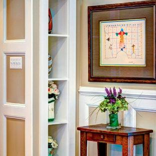 На фото: изолированная гостиная комната среднего размера в классическом стиле с бежевыми стенами, паркетным полом среднего тона, библиотекой, стандартным камином, угловым ТВ и фасадом камина из камня
