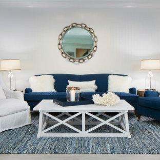 マイアミの大きいビーチスタイルのおしゃれなLDK (フォーマル、白い壁、磁器タイルの床、暖炉なし、テレビなし、茶色い床) の写真
