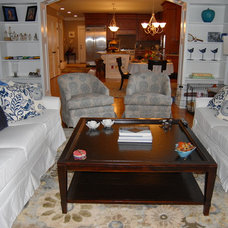 Traditional Living Room by Celia Bedilia