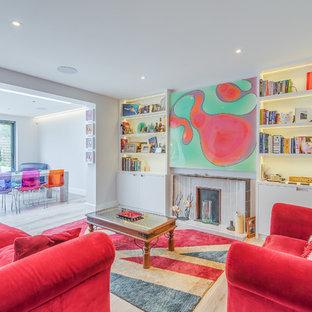 Ispirazione per un piccolo soggiorno minimal aperto con pareti bianche, pavimento in gres porcellanato, camino classico e cornice del camino piastrellata