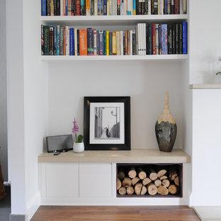 Imagen de salón contemporáneo con paredes blancas