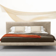 Modern Beds by IL Decor