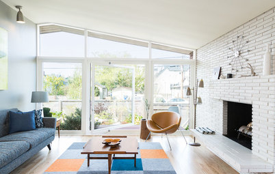 Houzz Tour: Midcentury Beach House Opens Up to the Outdoors