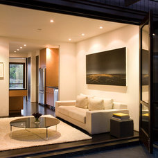 Modern Living Room by Jennifer Weiss Architecture