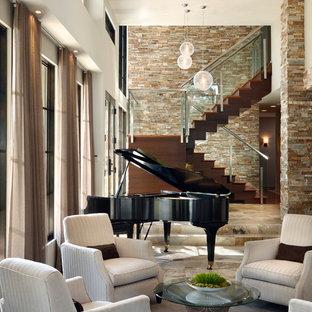 Стильный дизайн: открытая гостиная комната в современном стиле с музыкальной комнатой и бежевым полом - последний тренд