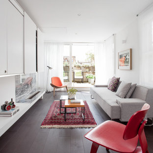 Idee per un soggiorno design di medie dimensioni e aperto con pareti bianche, parquet scuro e parete attrezzata