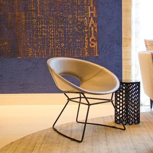 Immagine di un soggiorno moderno di medie dimensioni e stile loft con pareti blu, pavimento in compensato e pavimento beige