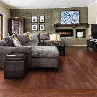 ボルチモアのおしゃれなリビング (竹フローリング、茶色い床) の写真