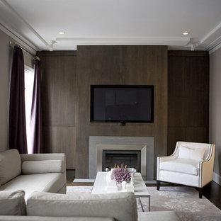 Imagen de salón contemporáneo con paredes grises, chimenea tradicional y pared multimedia