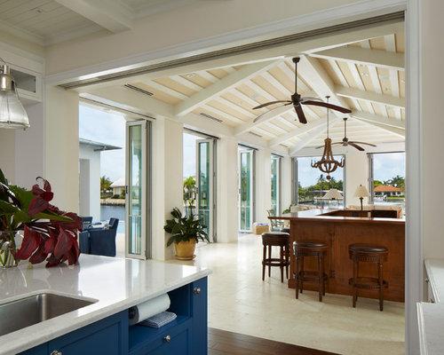 kolonialstil wohnzimmer mit porzellan-bodenfliesen - ideen, design, Wohnzimmer