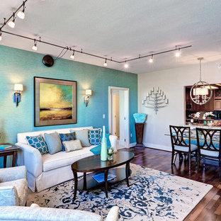 フィラデルフィアの小さいトランジショナルスタイルのおしゃれなLDK (フォーマル、青い壁、無垢フローリング、暖炉なし) の写真
