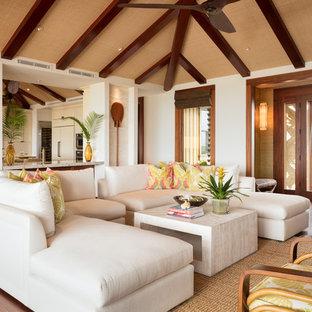 Diseño de salón para visitas exótico, de tamaño medio, sin chimenea, con suelo de madera en tonos medios y paredes blancas
