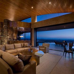 Immagine di un grande soggiorno contemporaneo aperto con sala formale, pareti beige, pavimento in travertino e nessuna TV