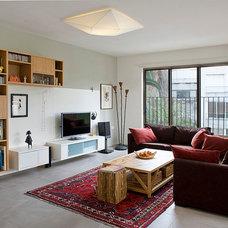 Contemporary Living Room by Dana Gordon + Roy Gordon: Architecture Studio