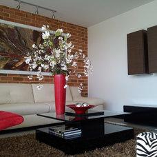 Contemporary Living Room by Agencia Ikono Diseño