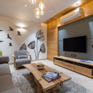 アフマダーバードの中くらいのコンテンポラリースタイルのおしゃれなLDK (白い壁、壁掛け型テレビ、グレーの床、板張り壁) の写真