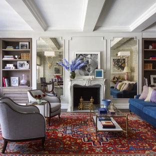 ニューヨークの中くらいのトラディショナルスタイルのおしゃれなリビング (グレーの壁、濃色無垢フローリング、標準型暖炉、石材の暖炉まわり、テレビなし、茶色い床) の写真