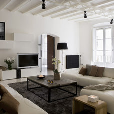 contemporary living room by YLAB Arquitectos